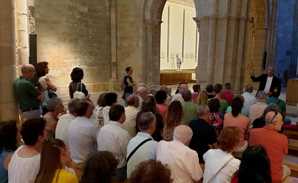 Asistentes a la inauguración de la exposición de Juan Carlos Prieto (FSMLR)