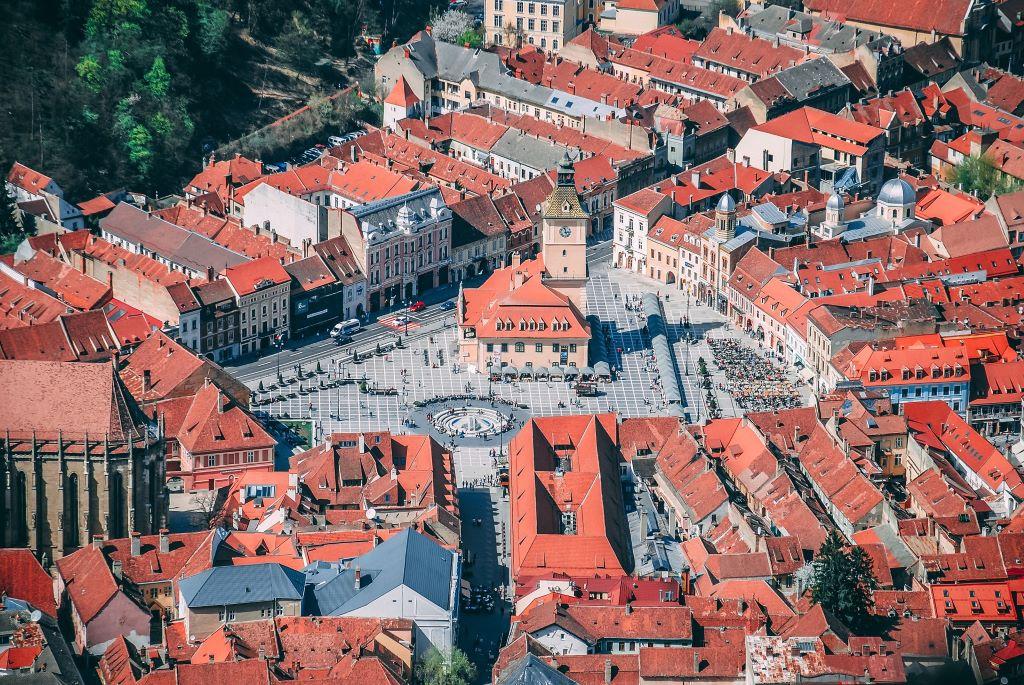 La ciudad de Brasov es un buen punto de partida para conocer el territorio